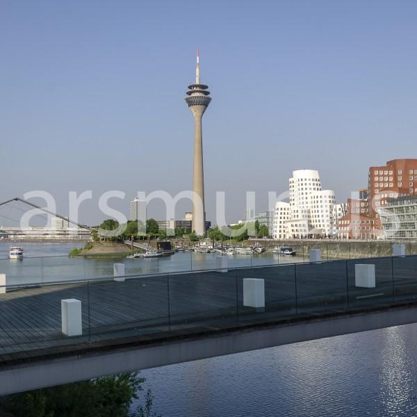 Blick auf Medienhafen Düsseldorf und Fernsehturm