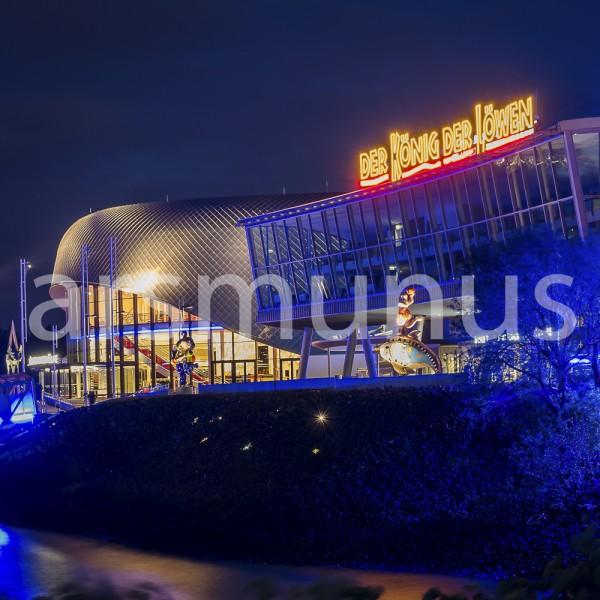 """Musicaltheater """"König der Löwen"""" Hamburg bei Nacht"""