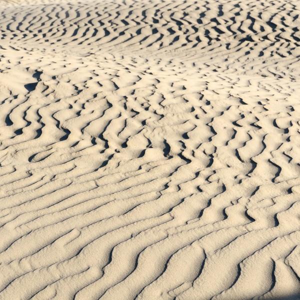 Wellenspuren im Sand